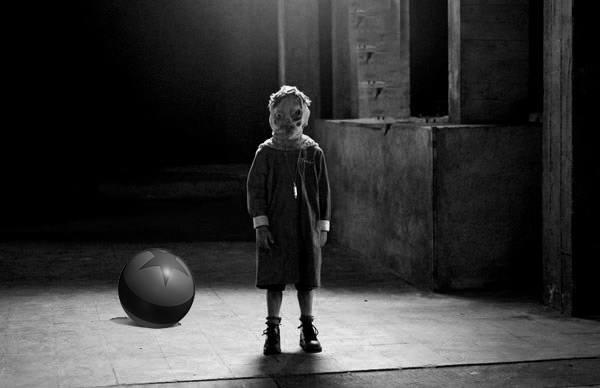 Leyenda del niño de la pelota roja