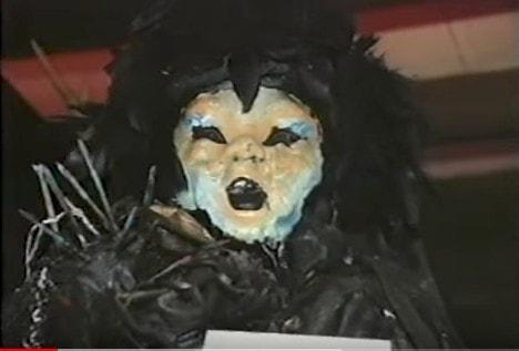 """Shadow doll """"La muñeca de la muerte"""" del museo de Los Warren"""