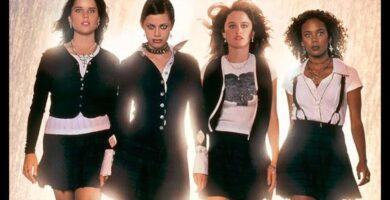Jóvenes Brujas Película Terror Remake